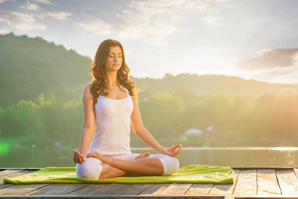 A woman meditates to reduce stress