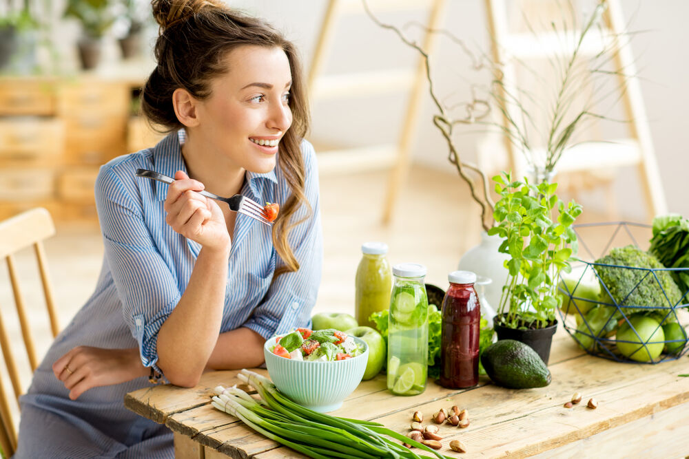 woman eating healthy salad