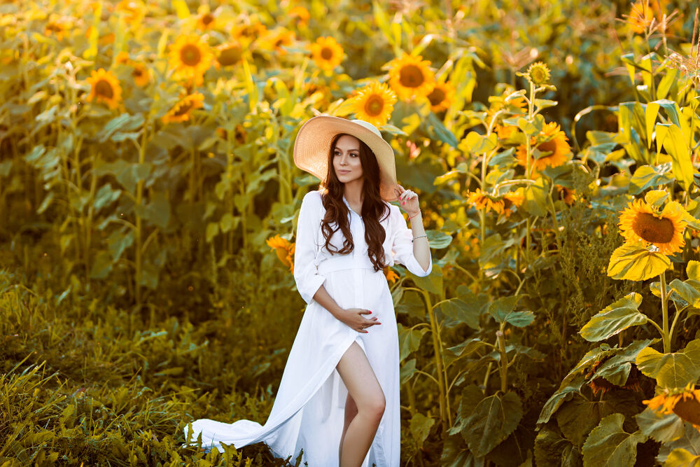 Floral goddess - one of the best maternity photo ideas