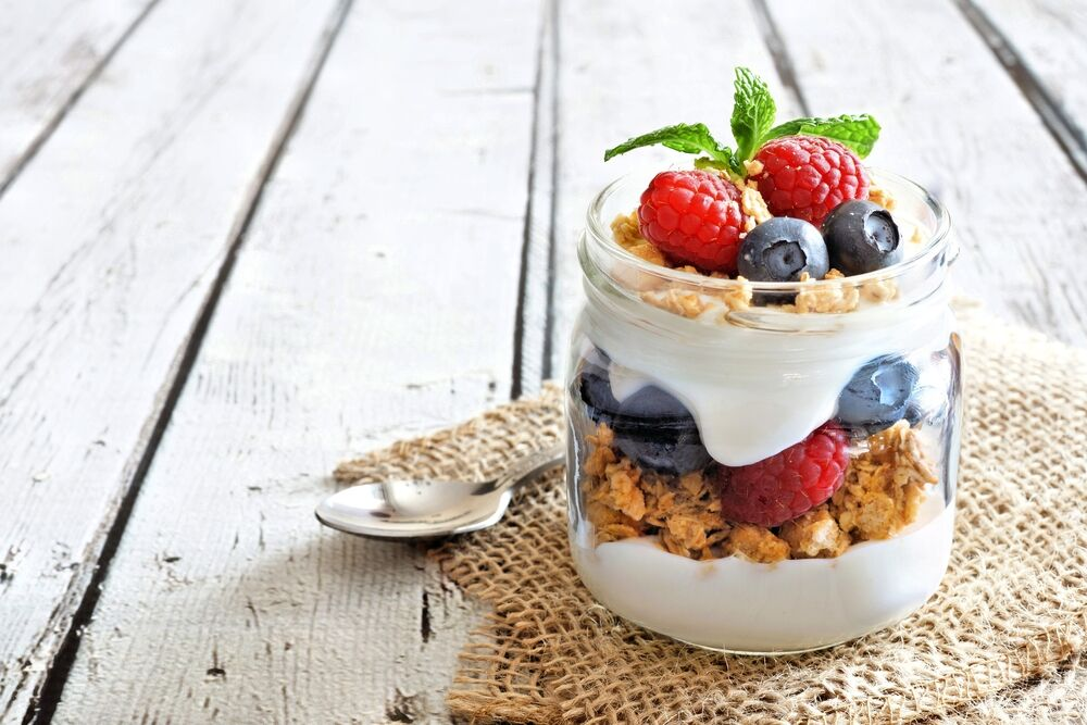 Yogurt parfait - an ideal low sodium fast food option for breakfast