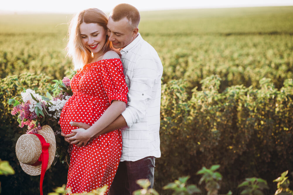 Pregnancy photo shoot ideas with a husband