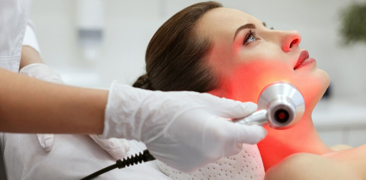 woman undergoing light therapy treatment